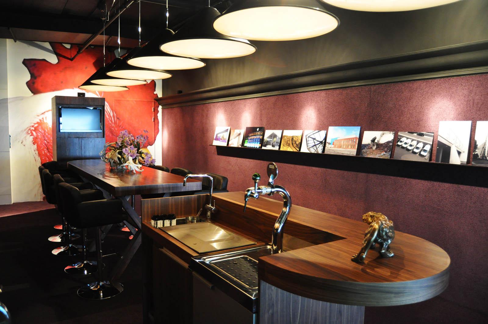 Bar, AZ skybox, by Jeroen de Nijs