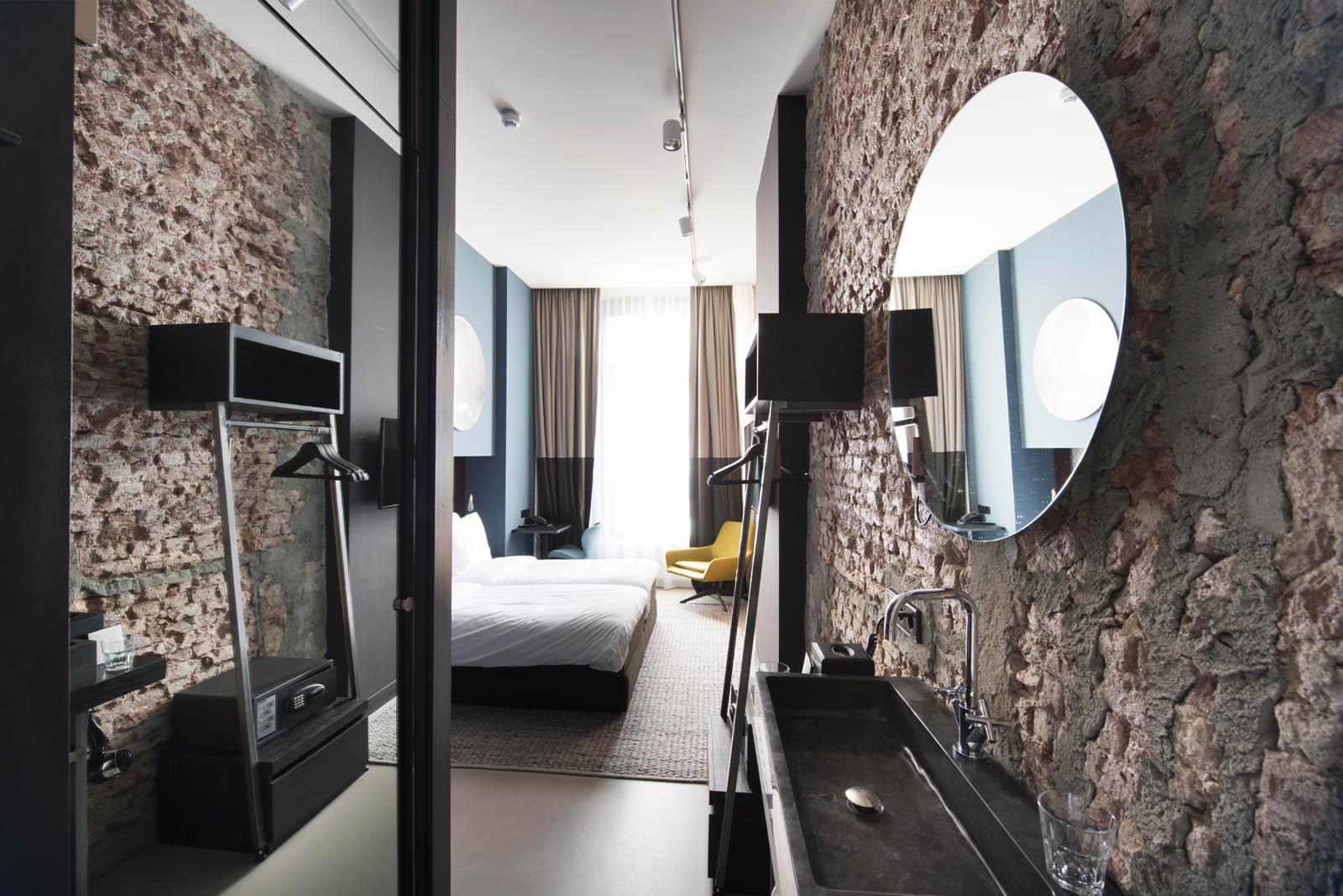 Hotel room, Piet hein hotel, by Jeroen de Nijs