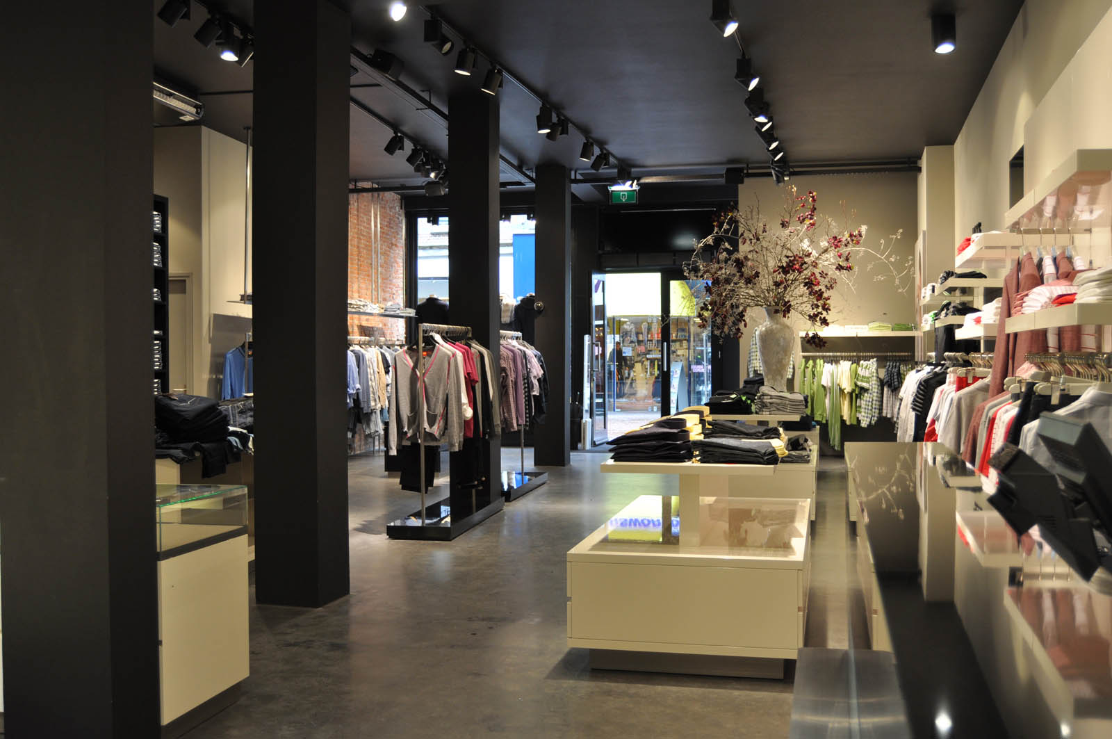 Store, Hugo Boss Haarlem by Jeroen de Nijs