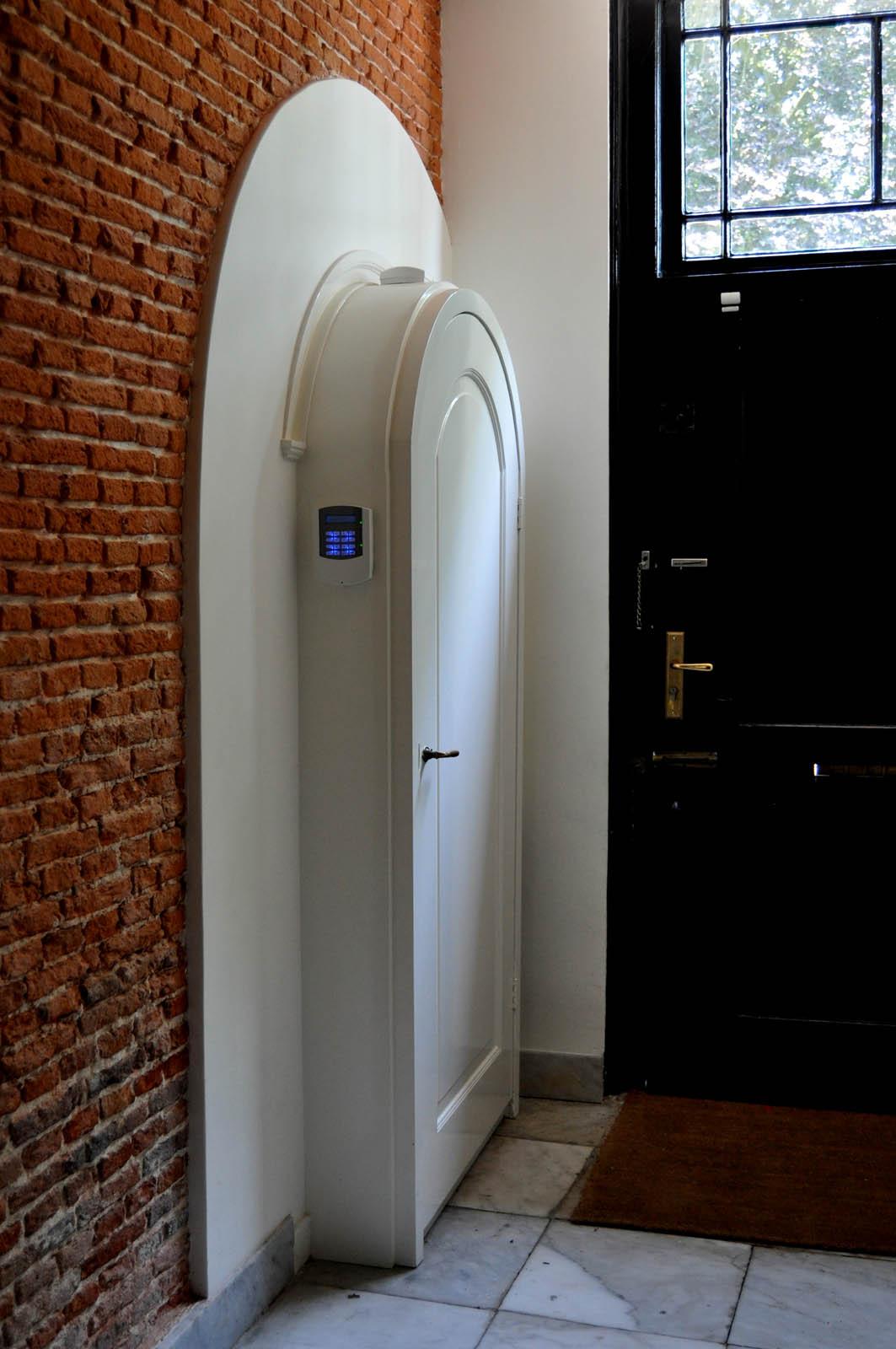 Meter, Mansion Abcoude, by Jeroen de Nijs