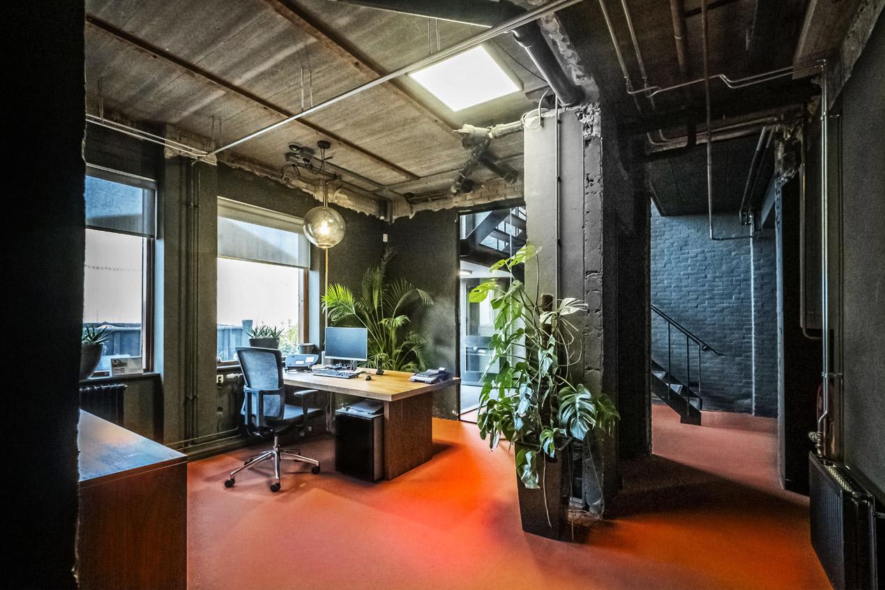 jeroen_de_nijs_braam_office_orange_eames_entrance