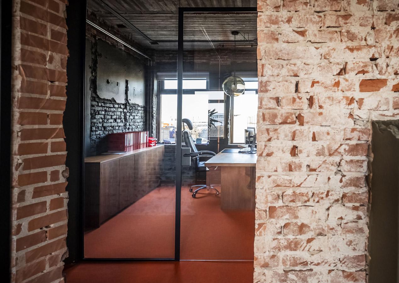 jeroen_de_nijs_braam_office_orange_office_desk