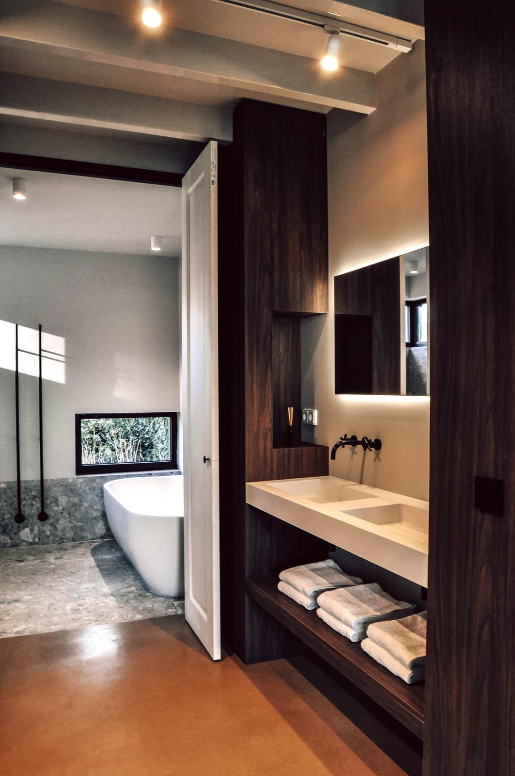 doetinchem_patio_entrance_design_nijs_jeroen_de_badkamer_vrijstaand_bad