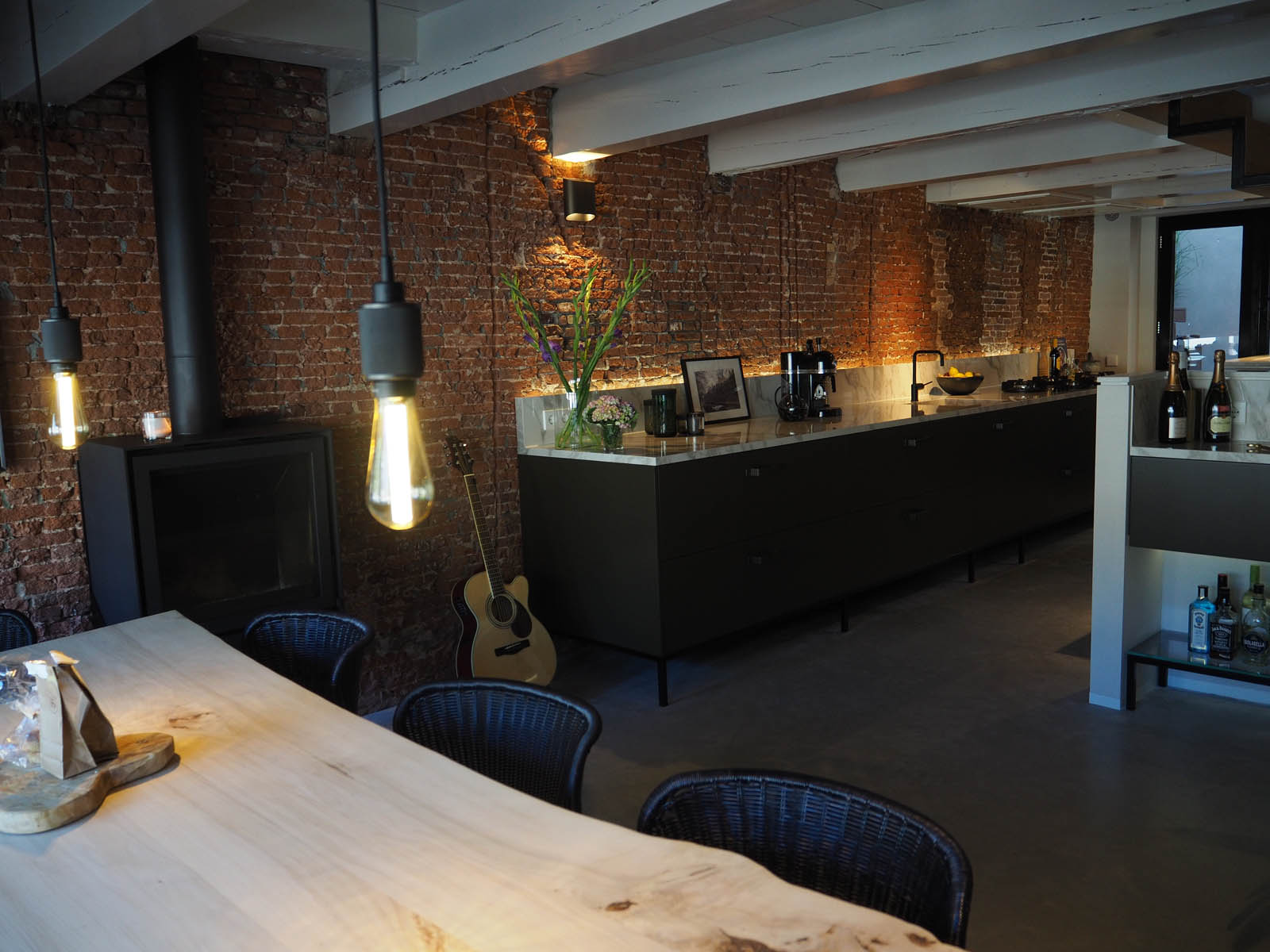 jordaan_amsterdam_grachtenpand_kitchen_view_jeroen_de_nijs_bni