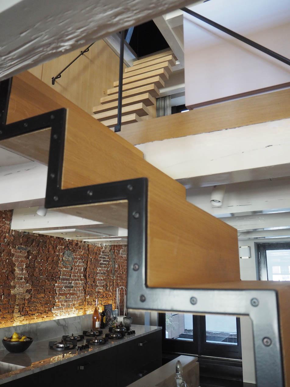 jordaan_amsterdam_grachtenpand_stair_detail_jeroen_de_nijs_bni