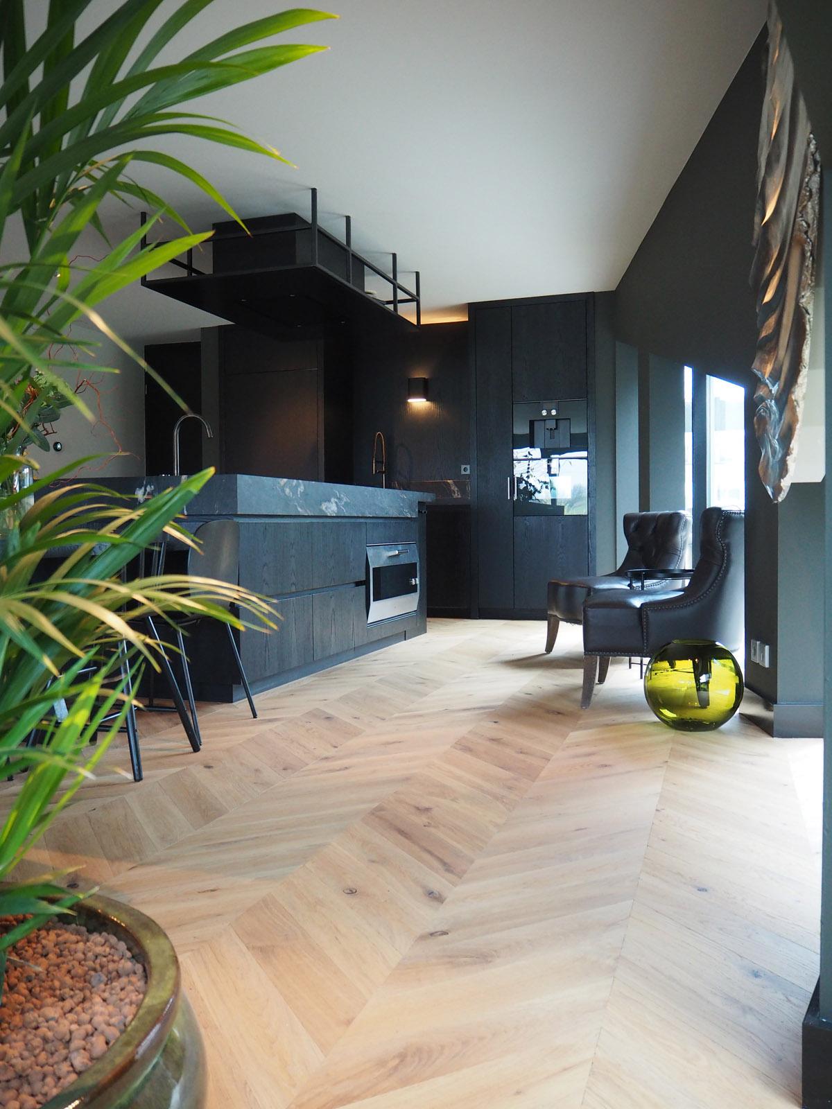 jeroen_de_nijs_ijburg_marble_kitchen_gaggenau_atag_oak