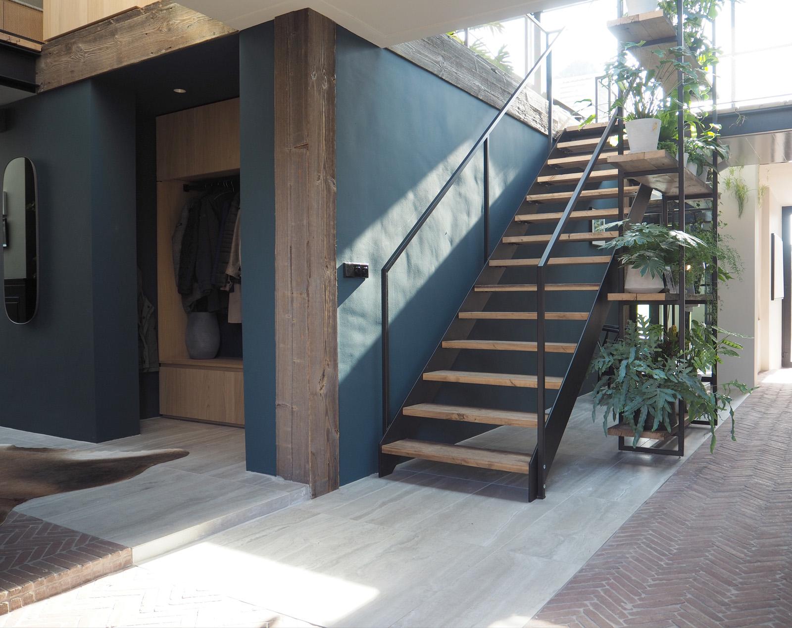 hallway_stairs_jeroendenijs