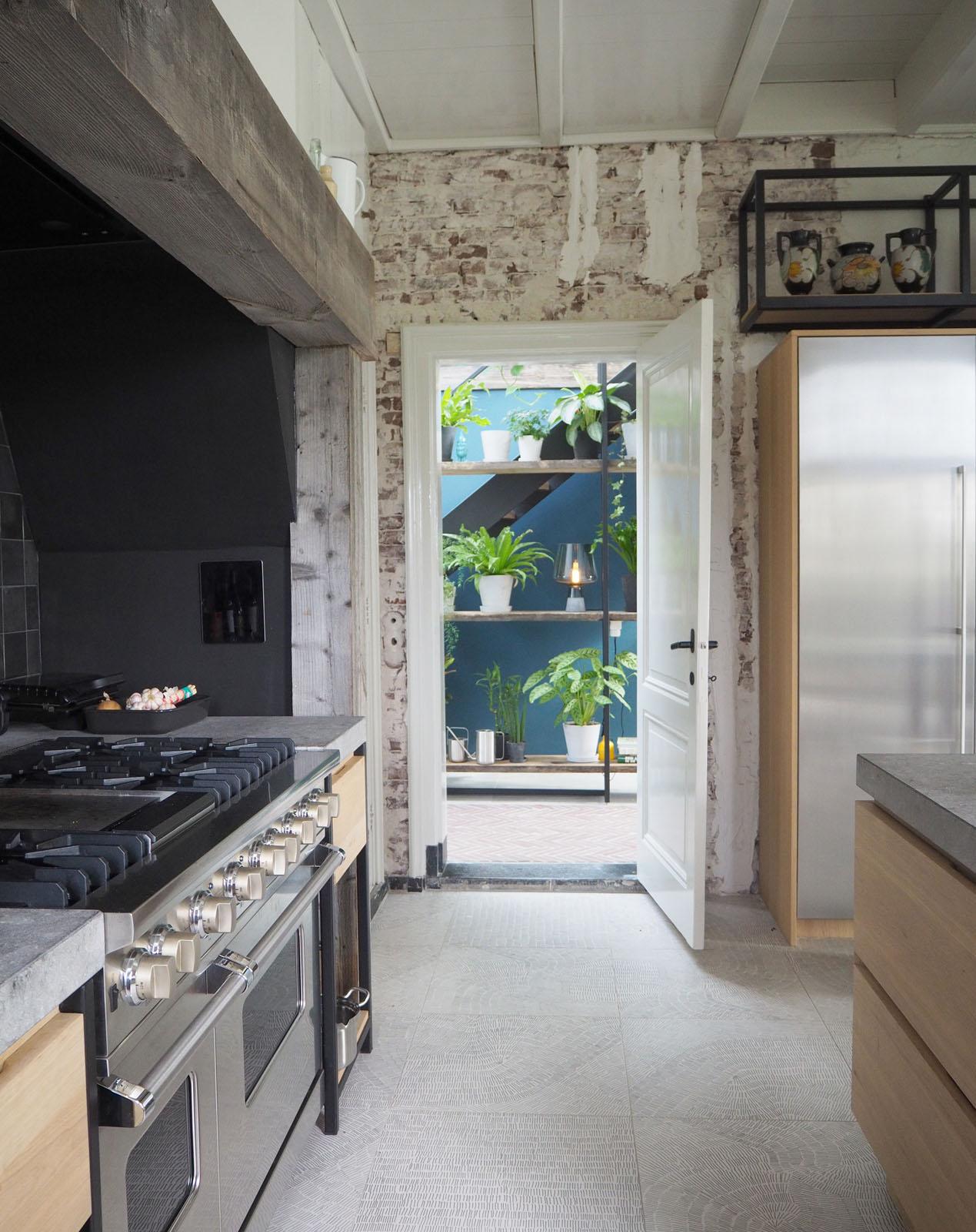 kitchen_cooking_hallway_view_design_jeroendenijs